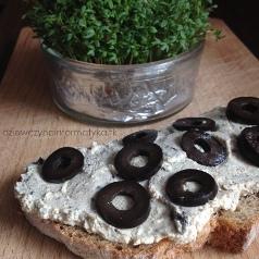 pasta z tofu i oliwek-min