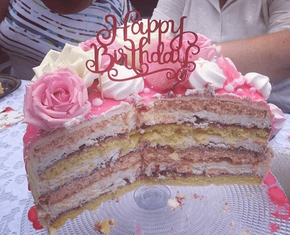 tort rozany z kremem smietankowym