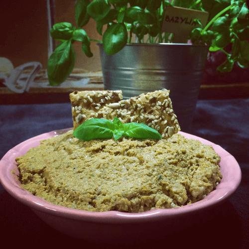 pasta ze slonecznika z suszonymi pomidorami