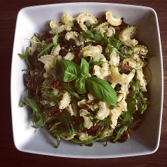 salatka makaronowa z rukola
