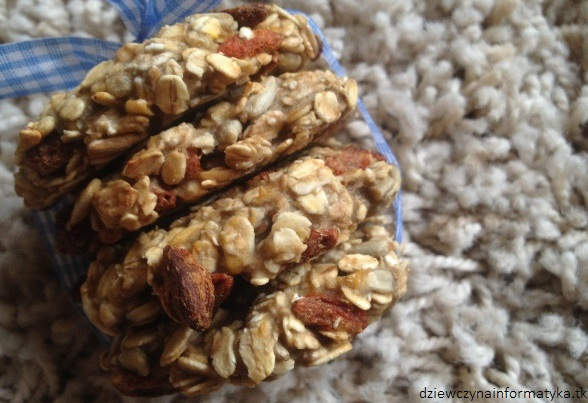 ciasteczka wosiane z jagodami goji (1)