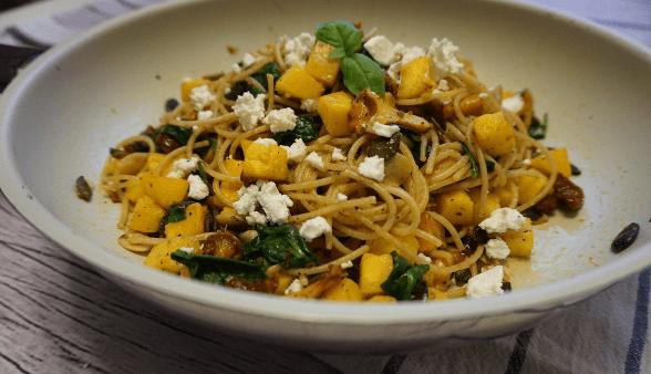 spaghetti z dynia szpinakiem i kurkami
