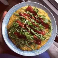 omlet z cukinia i suoszymi pomidorami
