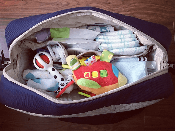 torba na spacer z niemowlakiem